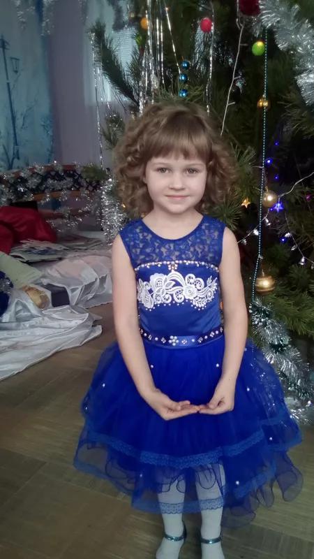 Праздничное платье для девочки на 4-7 лет