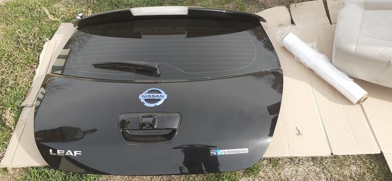 Б/у Крышка багажника Nissan leaf 800