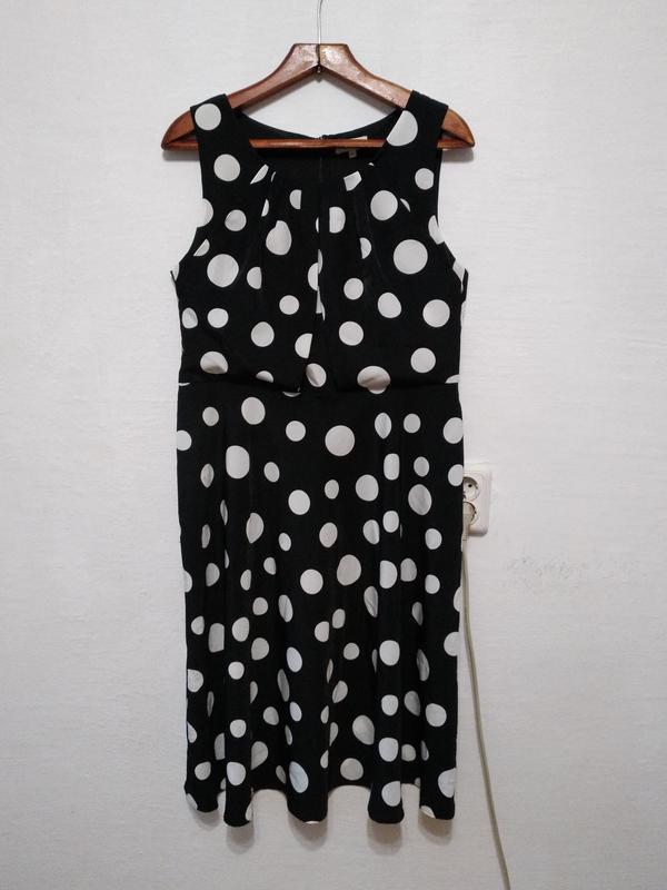 Стильное платье в горох большого размера