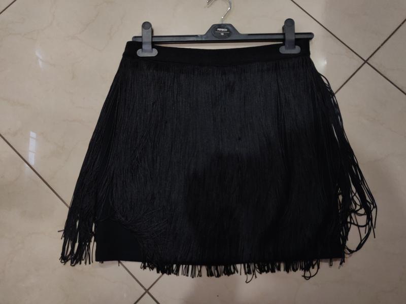 Стильная черная мини юбка с бахромой