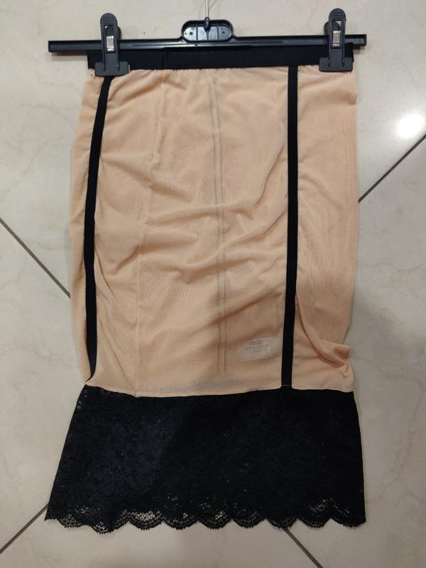 Соблазнительная мини юбка с оборкой из кружева
