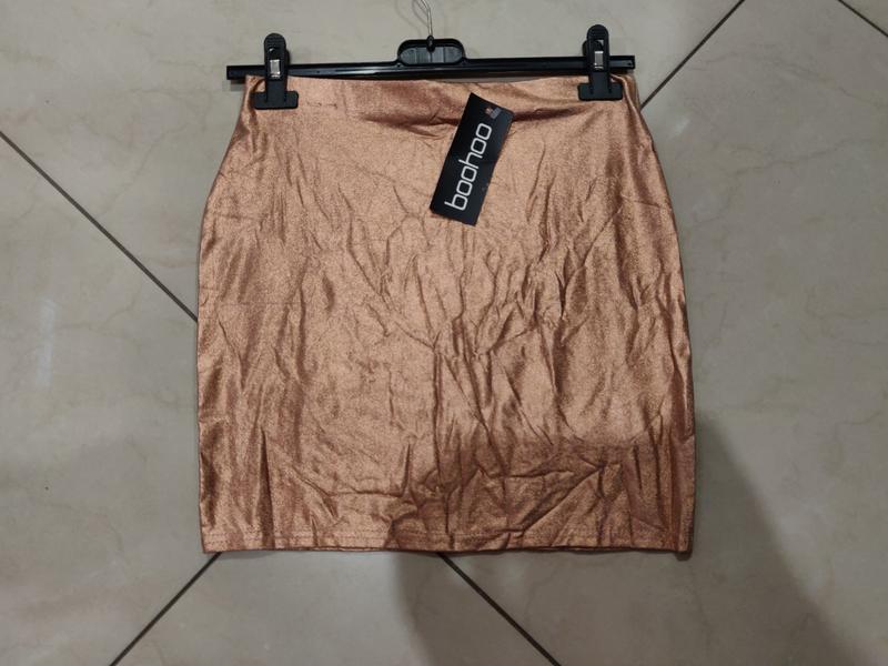 Золотистая мини юбка от boohoo