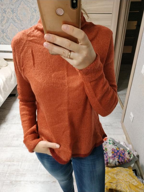 Теплый шерстяной свитер гольф рыжего терракотового цвета
