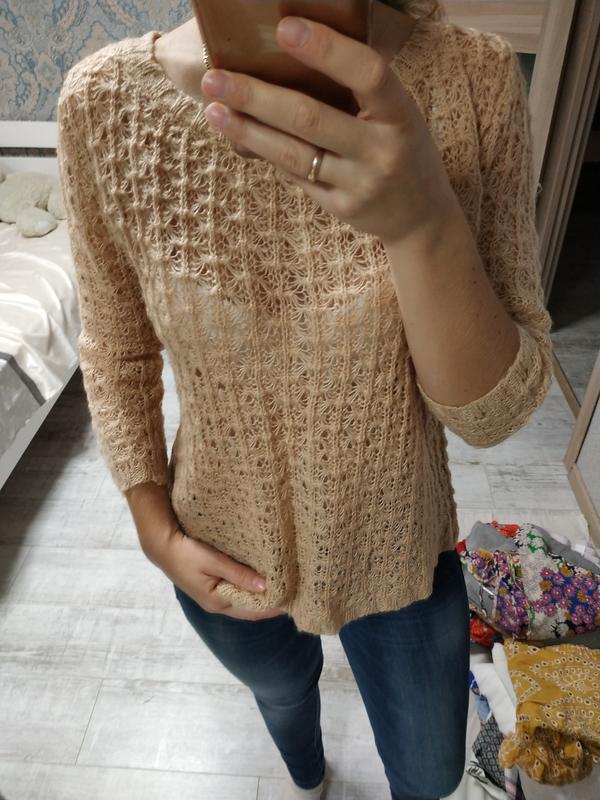 Красивый персиковый нежный свитер