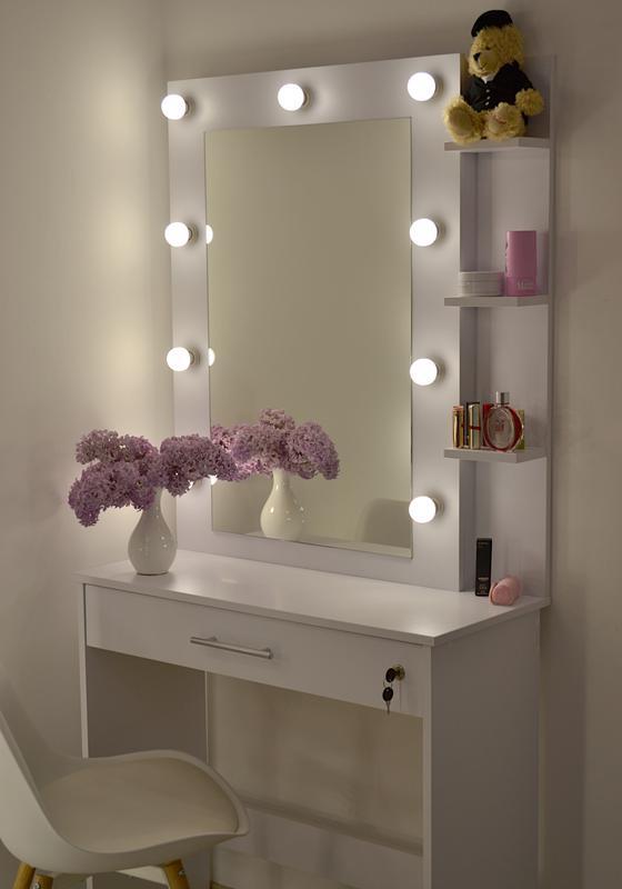Туалетный макияжный столик трюмо и зеркало , ящик с замочком