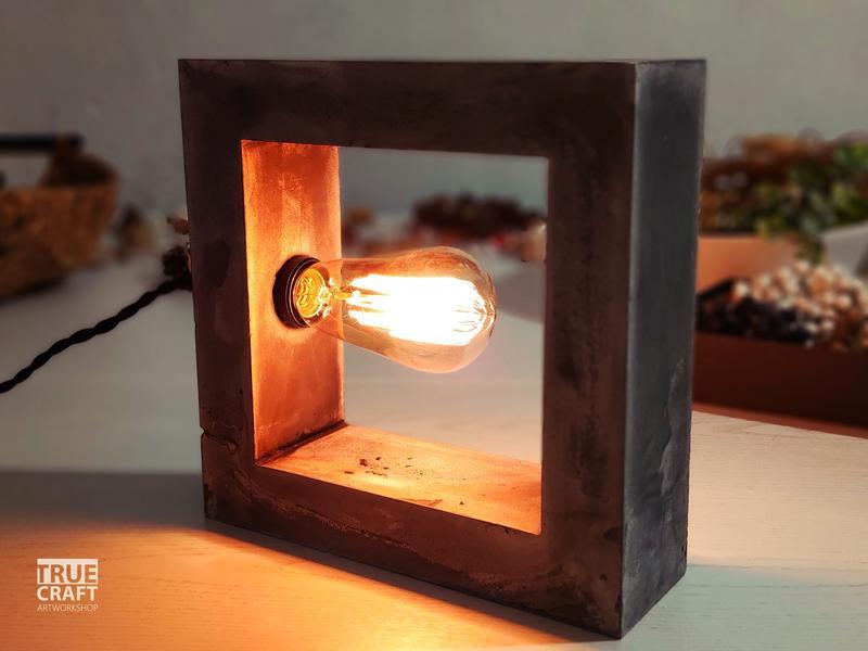 Настільна лампа (ручна робота)