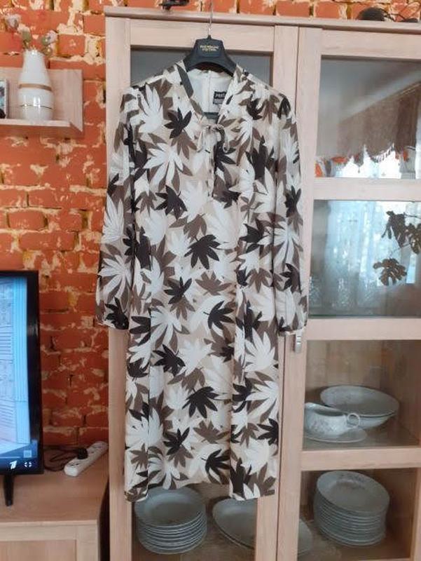 Безумно красивое в кленовые листья платье на подкладке большог...