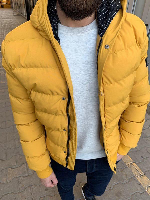 Мужская полузимняя куртка с капюшоном желтая