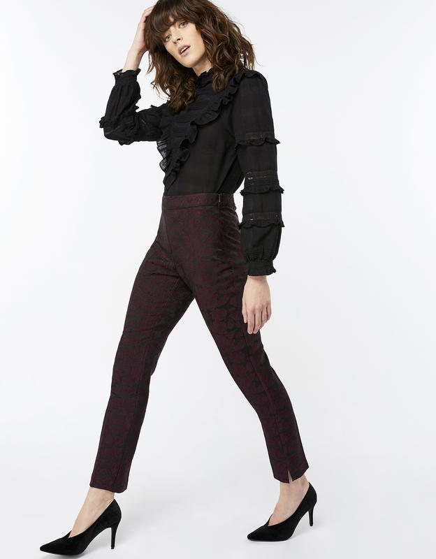 Новые брюки дудочки с выжженым цветочным принтом цвета марсала...