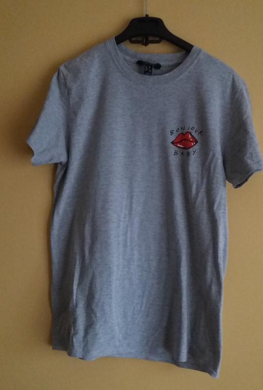 Актуальная серая футболка