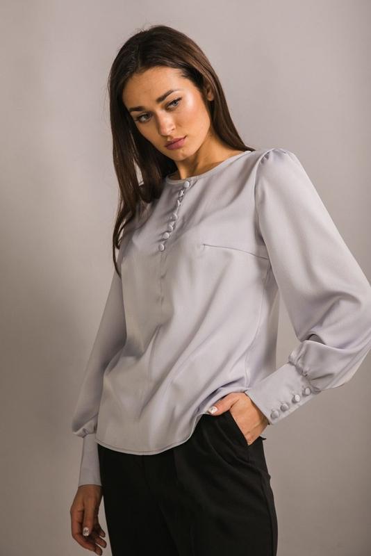 Атласная блуза с длинным рукавом