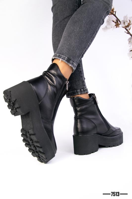Кожаные чёрные женские ботинки зимние