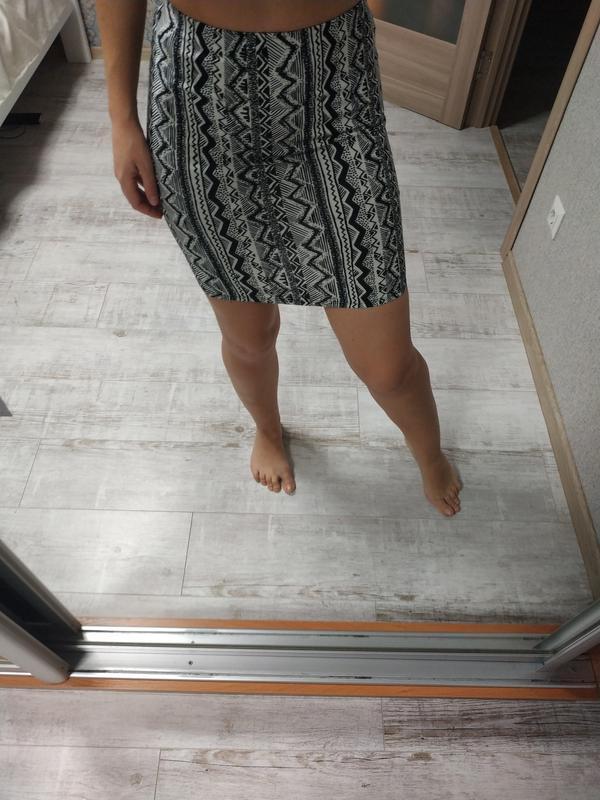 Красивая стильная юбка чулок по фигуре в принт