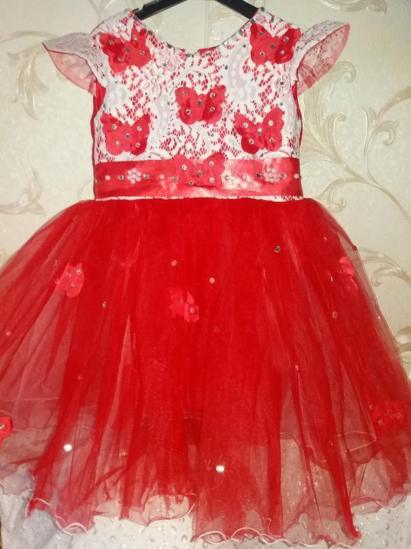 Нарядное платье на девочку красное 4-5л