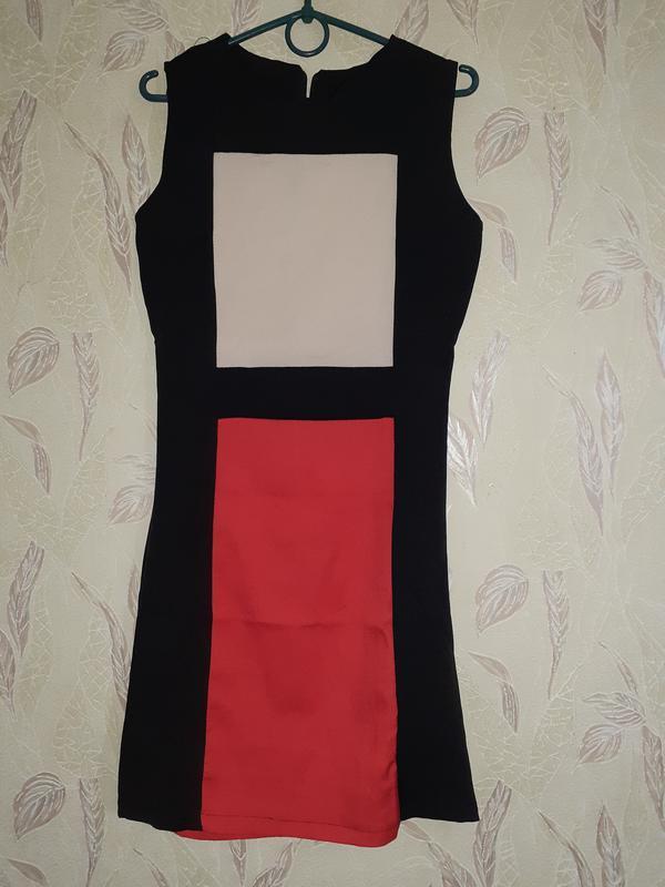Трехцветное платье геометрия, цветной блок