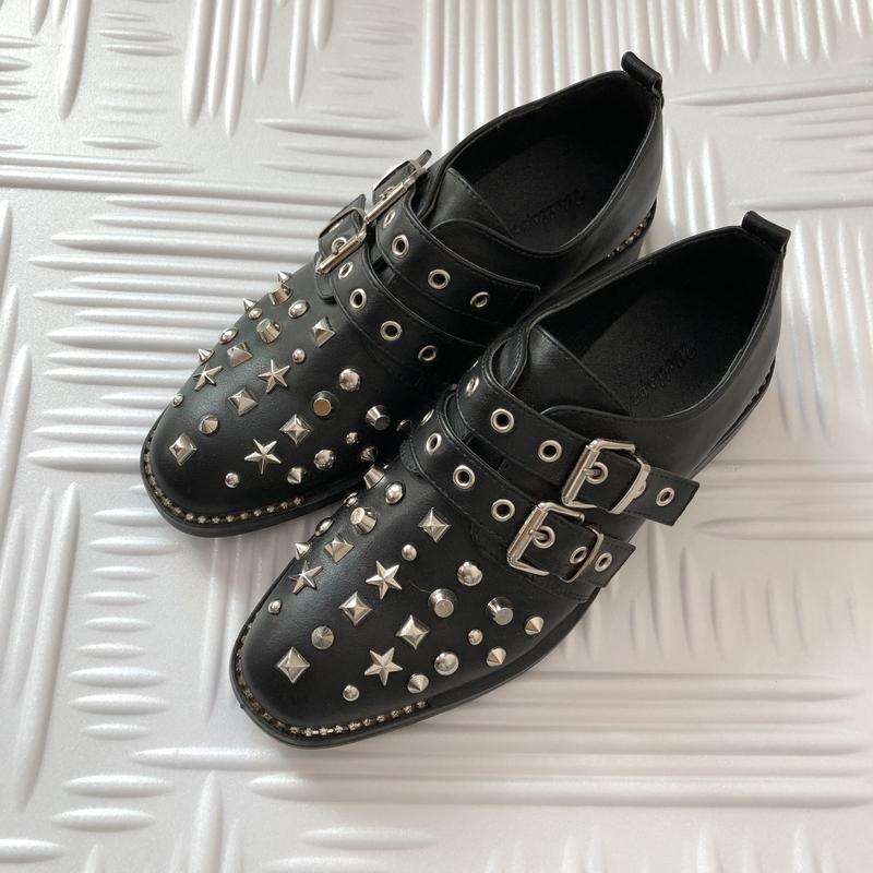 Туфли с клепками