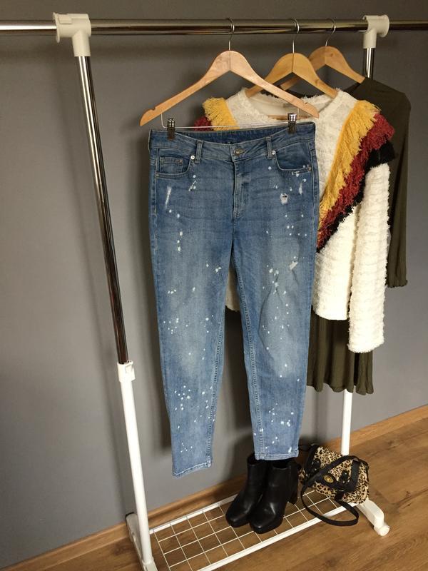 Топовые джинсы divided