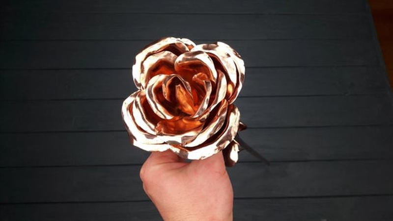 Большая медная роза