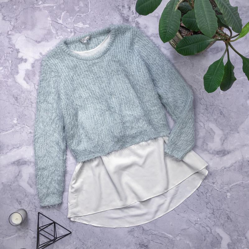 Красивый мятный свитер травка с блузой peacocks