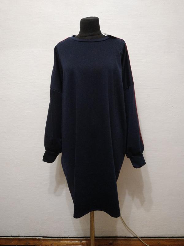 Стильное спортвное платье- туника с лампасами большого размера