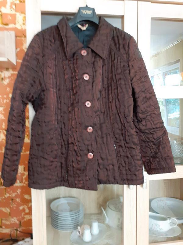 Стеганая очаровательная куртка с вышивкой и еле заметными бабо...