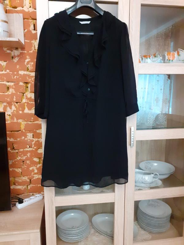 Милое с воланом и прозрачными рукавами платье