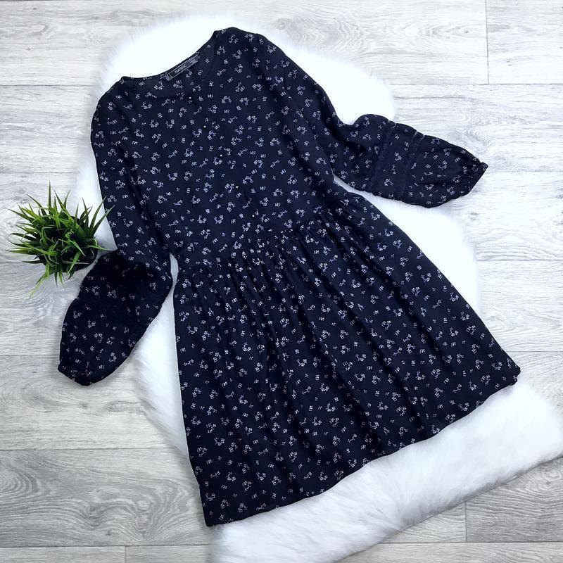 Платье с свободного кроя с красивыми рукавами