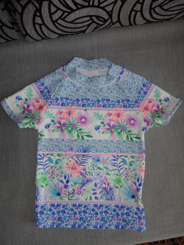 Фирменная солнцезащитная футболка для купания на девочку 18-24...