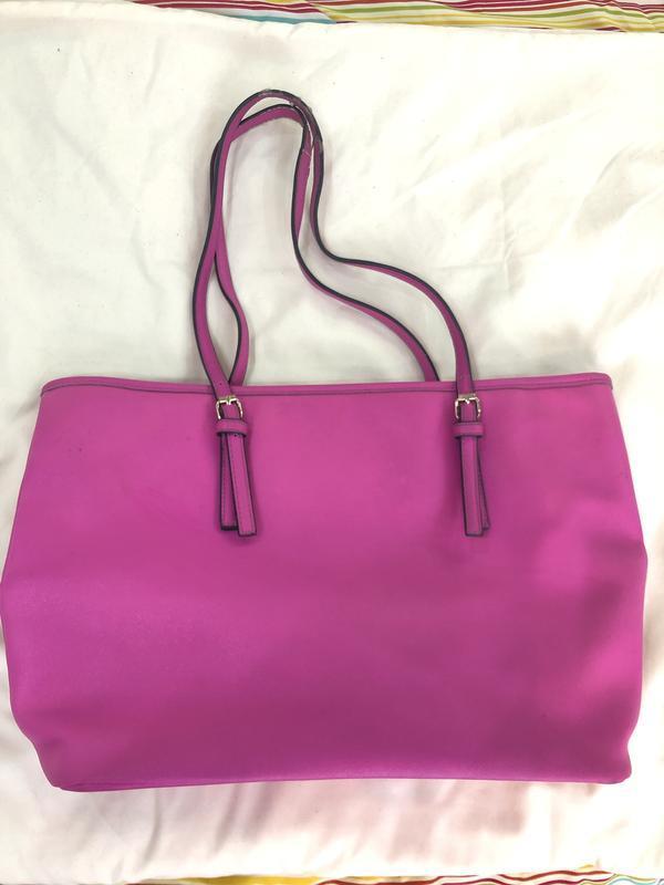 Ярка сумка цвета фуксия