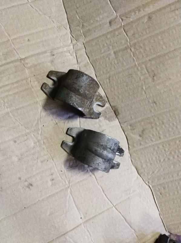 Скоба кронштейн втулки стабилизатора Opel Vectra C 9191187