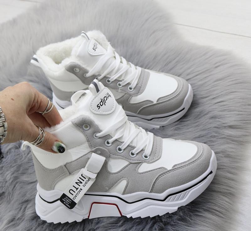 Новые шикарные женские зимние серо-белые кроссовки