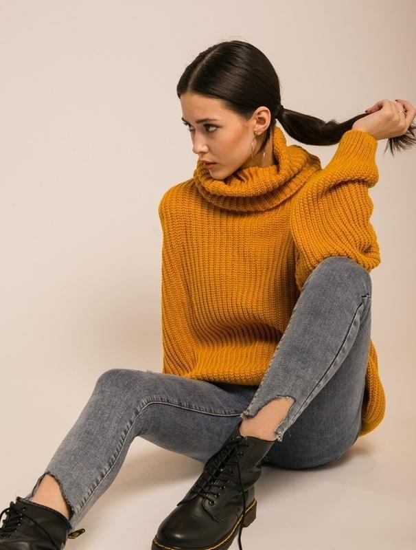 Трендовый оверсайз объемный теплый вязаный свитер oversize цве...