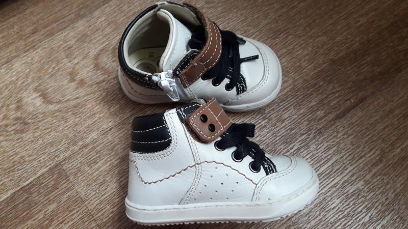 Кожаные демисезонные ботиночки chicco 18 размер