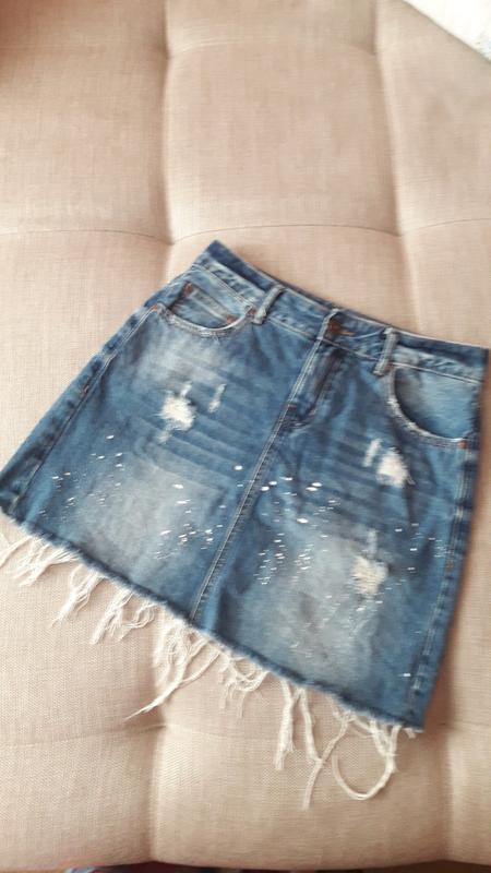 Джинсовая юбочка с потёртостями и  необработанным низом fb sister