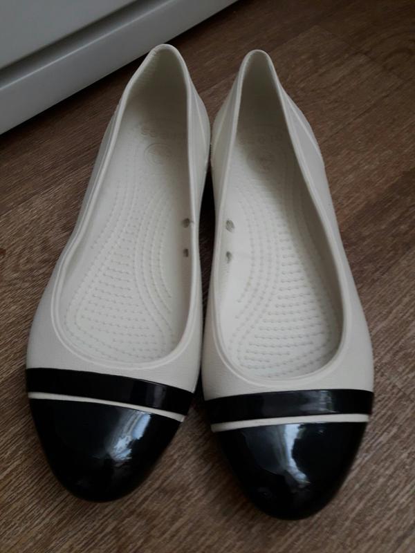Кроксы   crocs cap toe flat    w 7