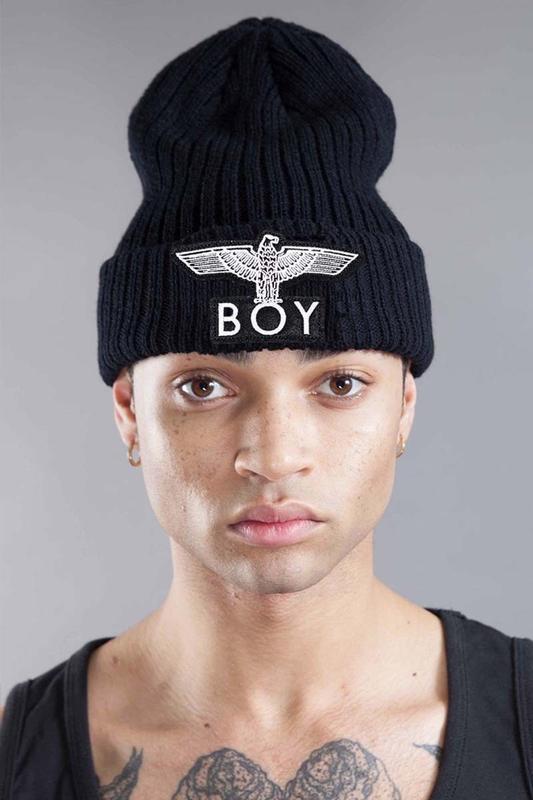 Чёрная шапка с орлом boy