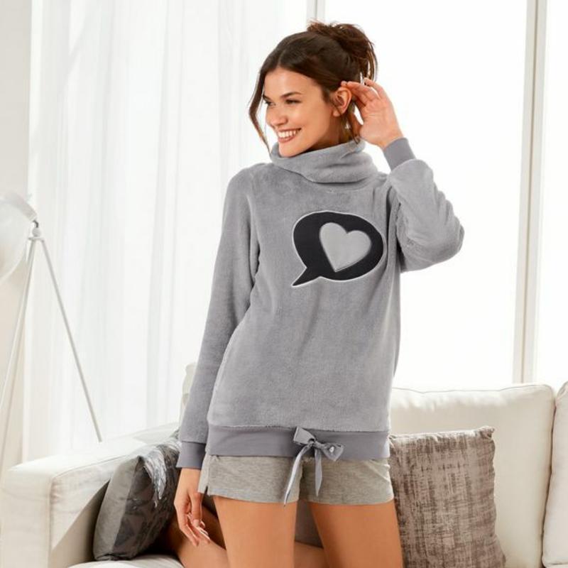 Мягкий теплый плюшевый свитер