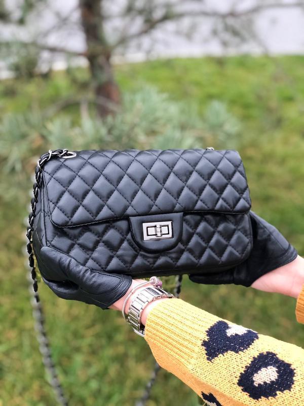 Черная сумка женская на плечо на цепочке