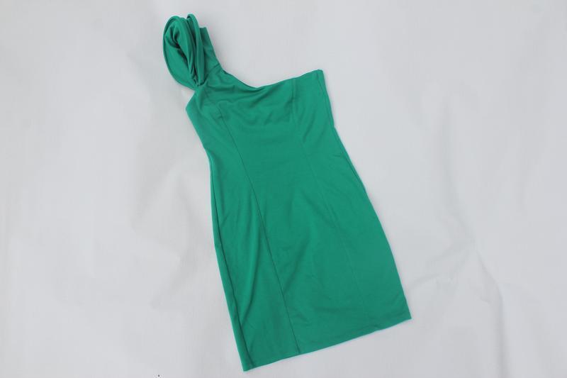 Оригинальное платье на один рукав