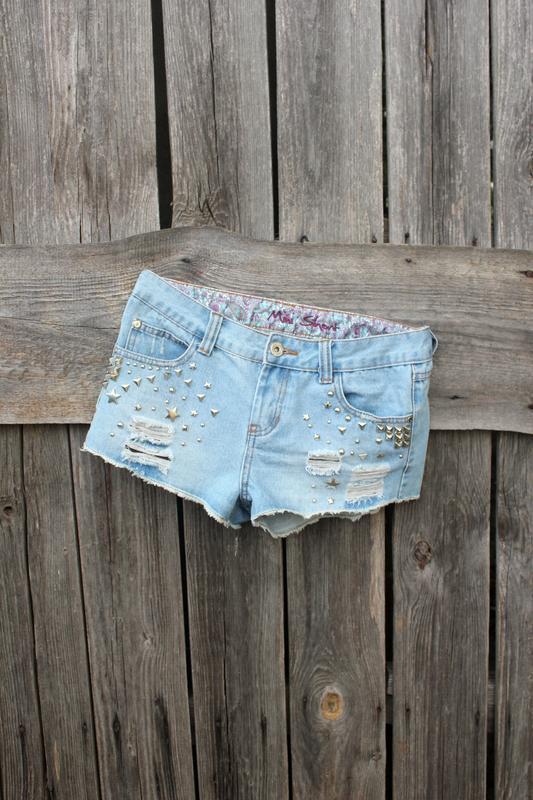 Крутые джинсовые шорты с рваностями