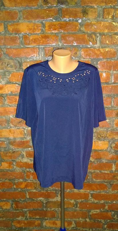 Блуза топ кофточка прямого кроя декорированная вышивкой