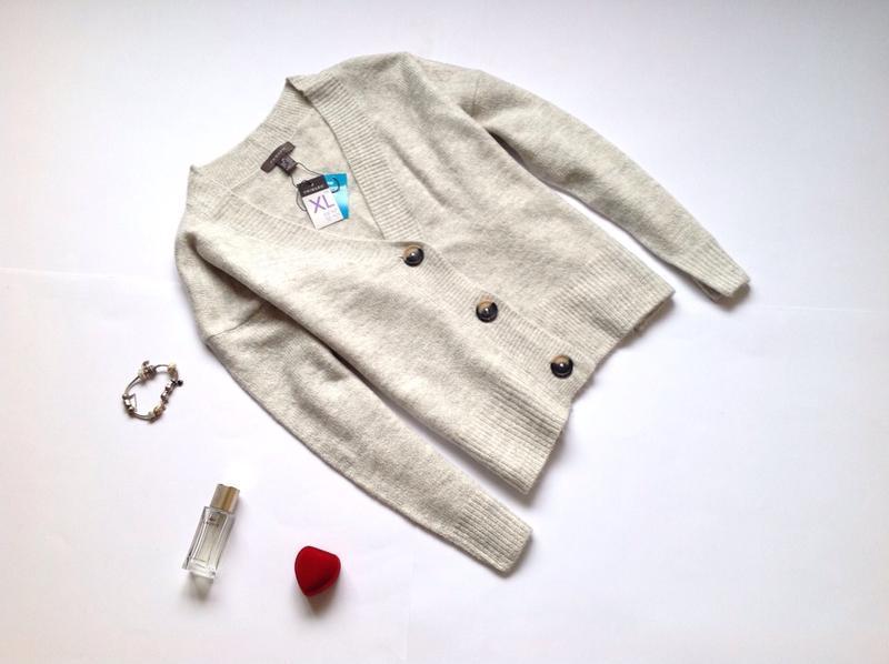 Серый свитер на пуговки