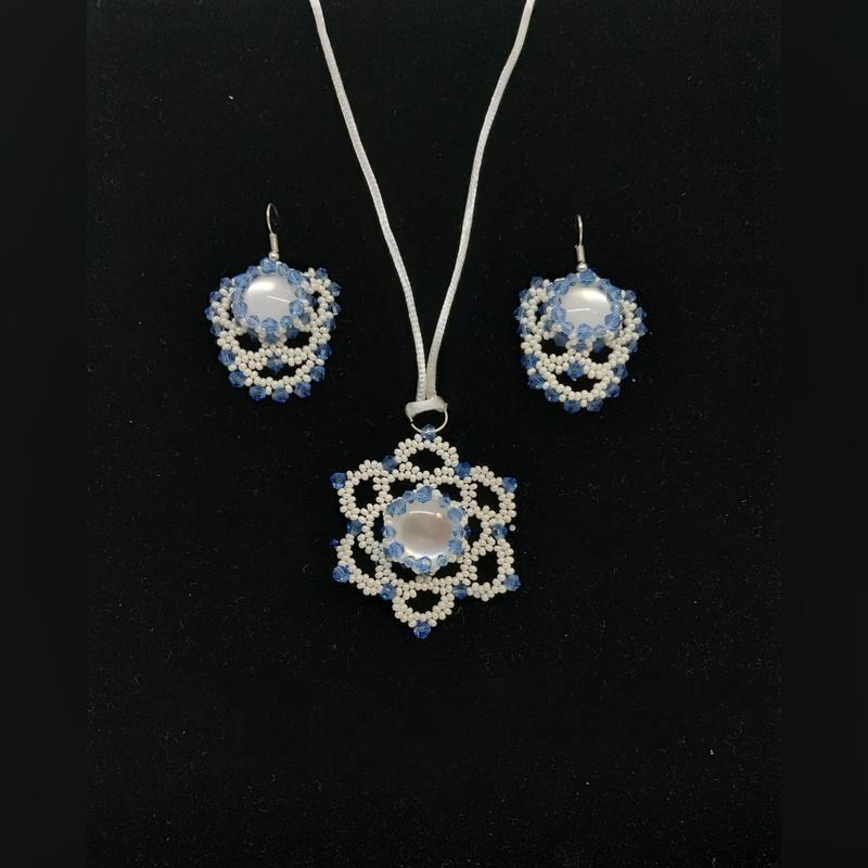 Комплект украшений в белом цвете герда сережки и гердан
