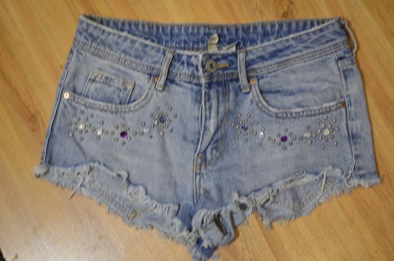 Классные джинсовые шорты divided, 40-42 р наш