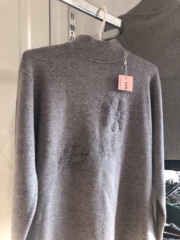 Мягкий свитер отличного качества, новый!