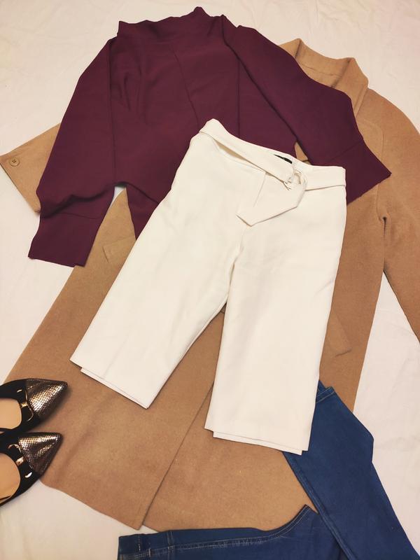 Белые шорты прямые удлиненные на поясе бриджи классические