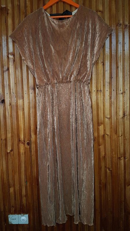 Золотое гофрированное платье миди от известного украинского ди...