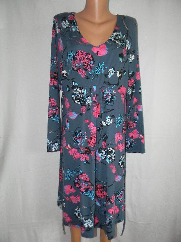 Трикотажное платье с красивым принтом