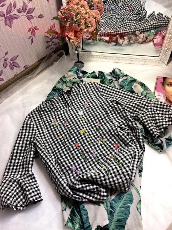 Блуза в клітинку з вишивкою