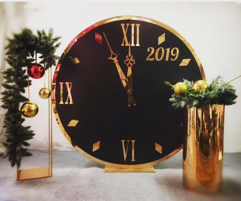 Новогодняя фотозона большие черные часы